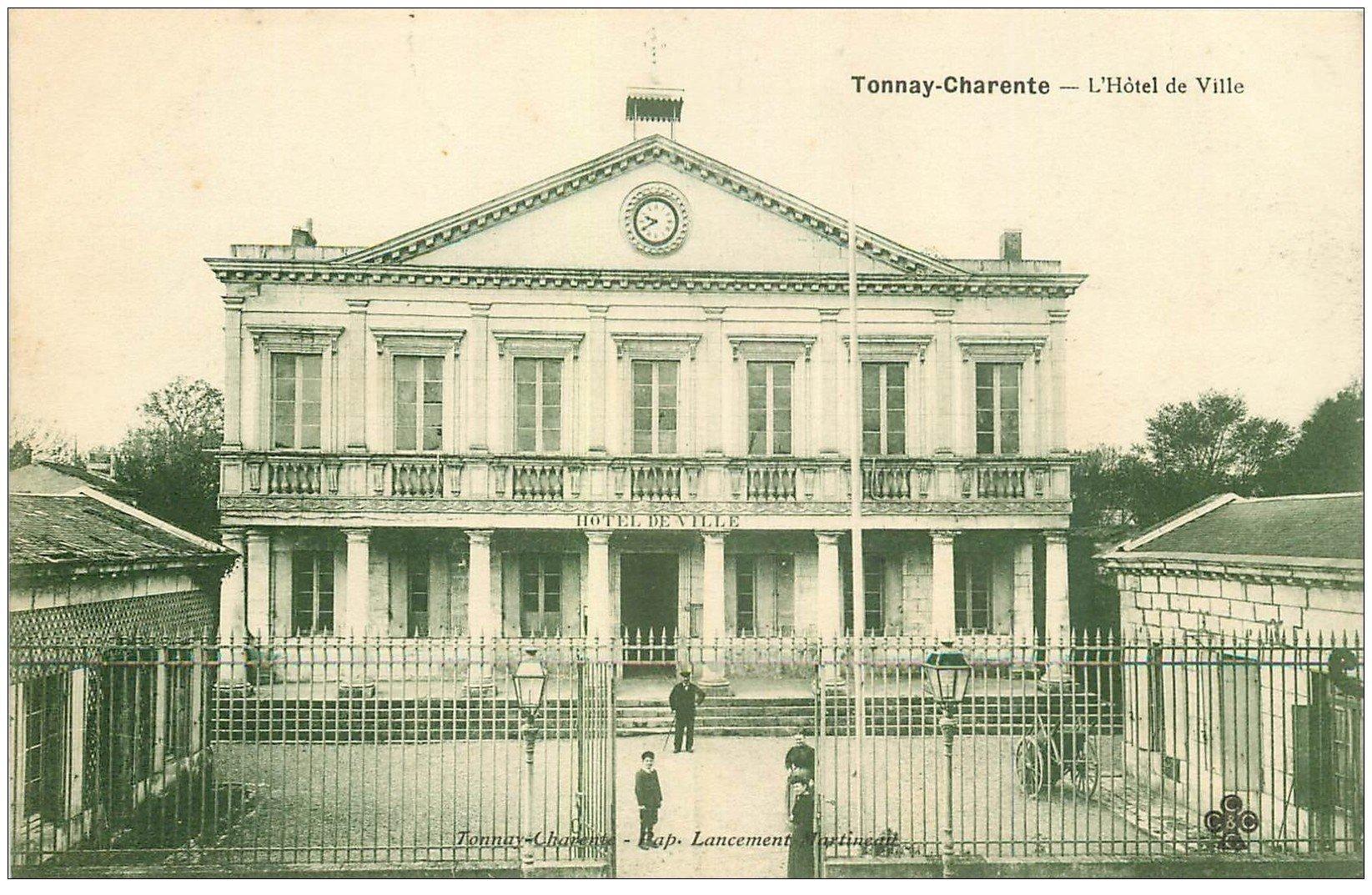 17 tonnay charente h tel de ville bien anim e - Piscine de tonnay charente ...