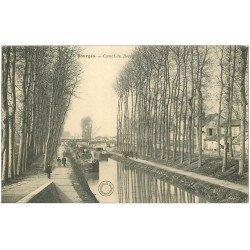 carte postale ancienne 18 BOURGES. Canal du Berry animé avec Péniches
