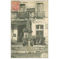 carte postale ancienne 18 BOURGES. Central Hôtel derrière Fontaine Lebon 1906 et vente d'Huîtres...