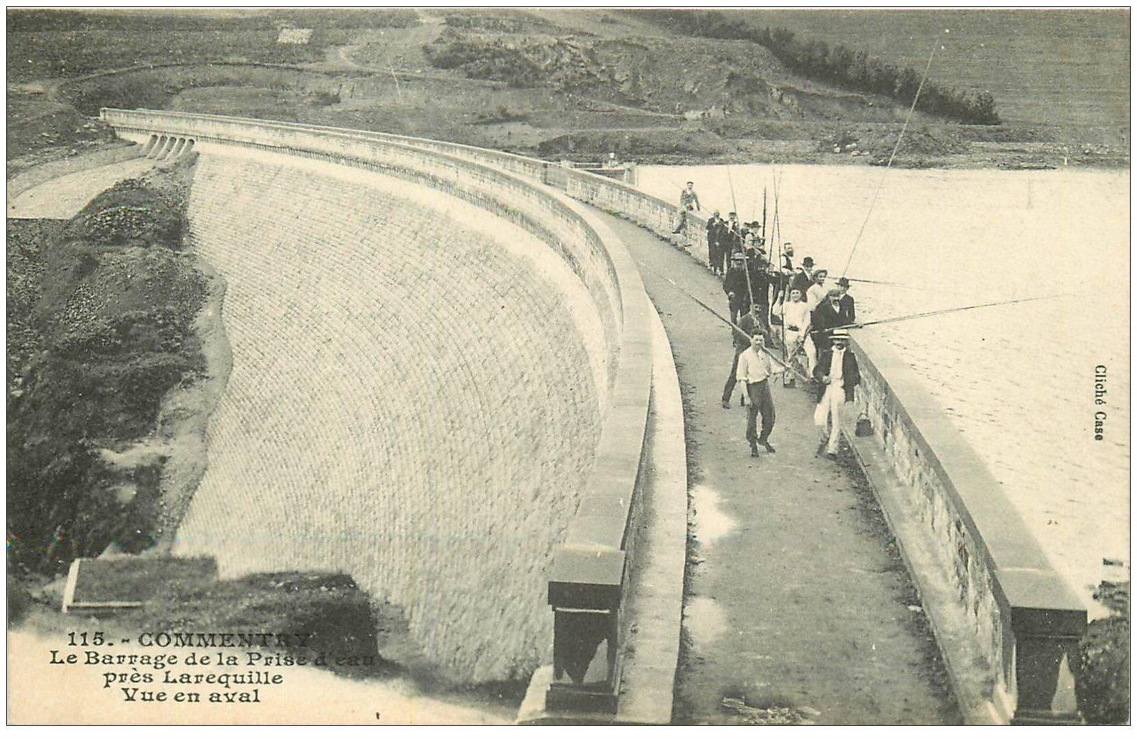 carte postale ancienne 03 COMMENTRY. Pêcheurs sur le Barrage. Timbre Taxe 1909