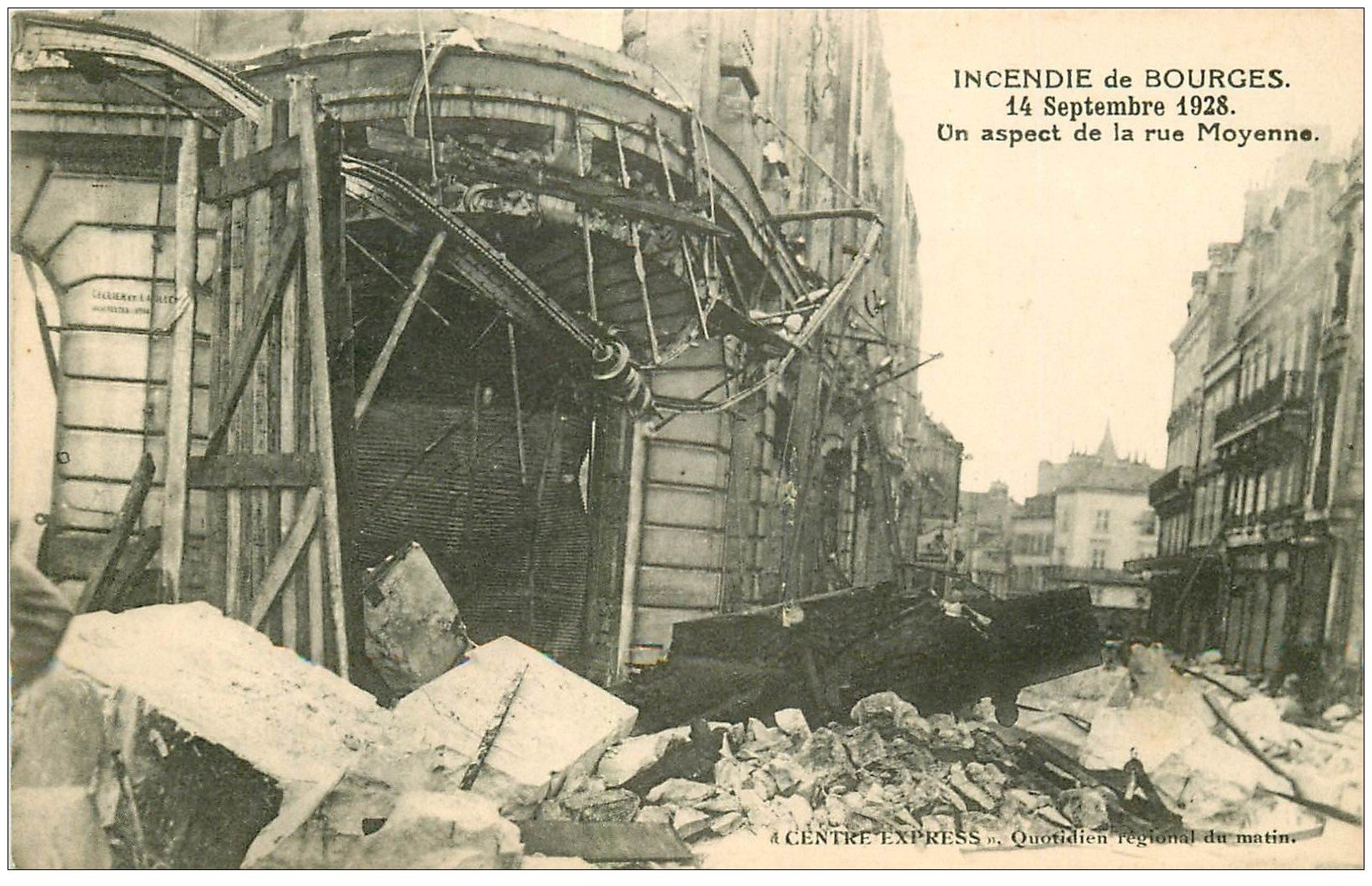 carte postale ancienne 18 BOURGES. Incendie 1928. Aspect Rue Moyenne