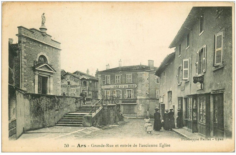 carte postale ancienne 01 Ars. Grande Rue et Eglise. Hôtel Pertnant et Tabac