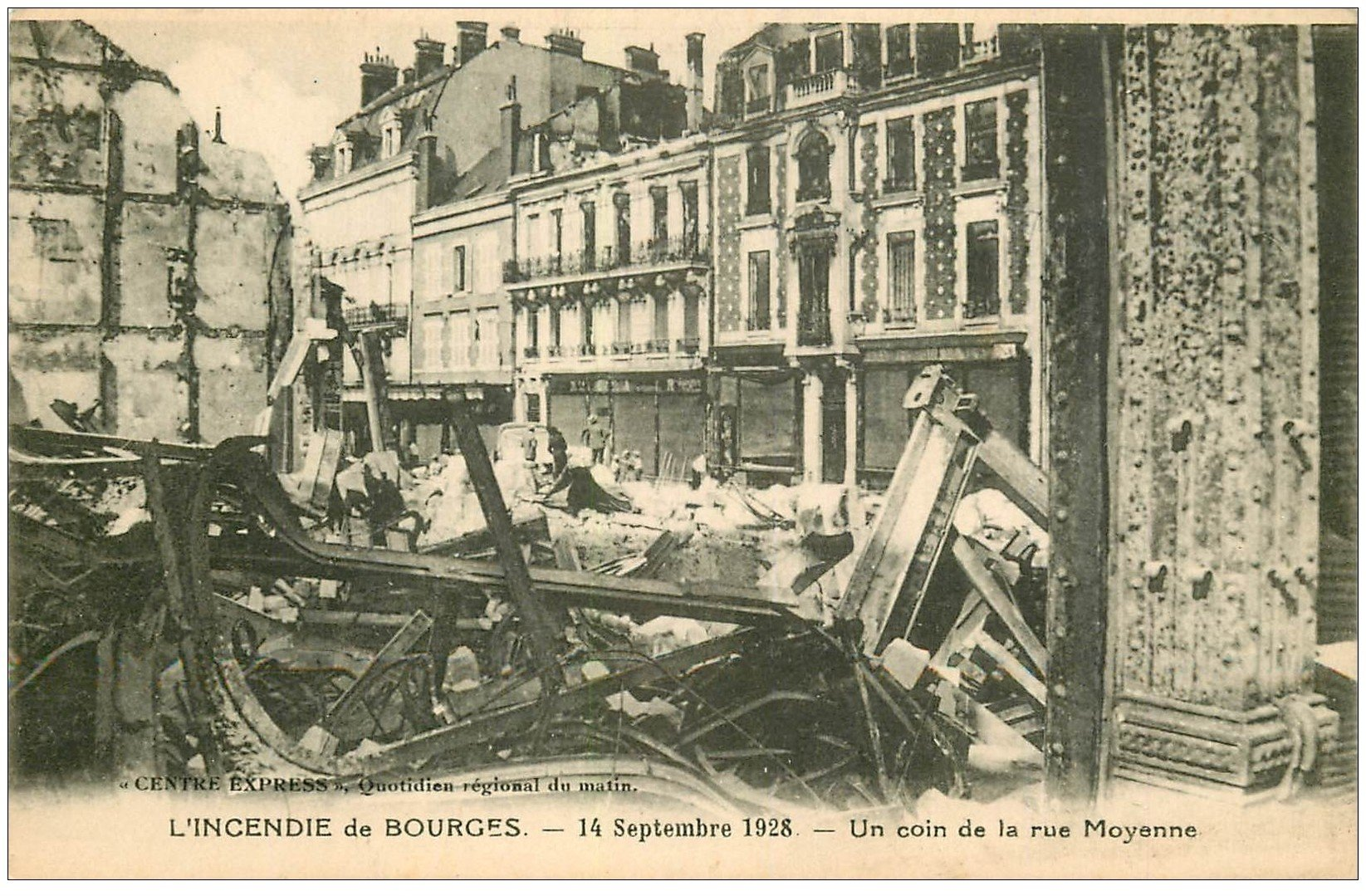 carte postale ancienne 18 BOURGES. Incendie 1928. Rue Moyenne