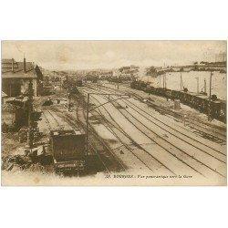 carte postale ancienne 18 BOURGES. La Gare 1928 avec Trains et Locomotive à Vapeur