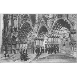 carte postale ancienne 18 BOURGES. Les Cinq Portails de la Cathédrale animée 1905