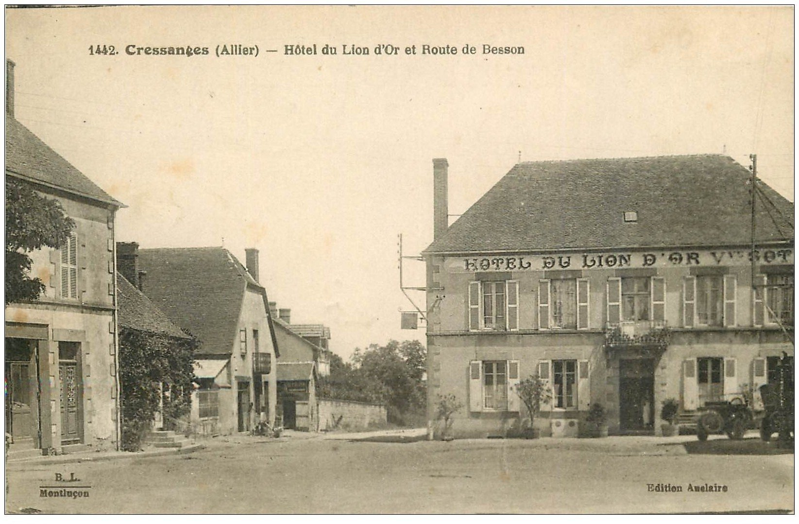 carte postale ancienne 03 CRESSANGES. Hôtel du Lion d'Or route de Besson 1934