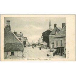 carte postale ancienne 18 COURS-LES-BARRES. Grande Rue traversée par des Roulottes de Romanichels 1918