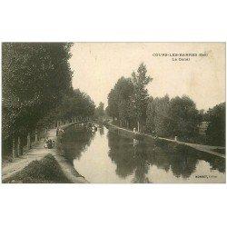carte postale ancienne 18 COURS-LES-BARRES. Le Canal. Péniche tirée par Chevaux