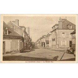 18 LA GUERCHE. La Grande Rue vers 1933. Pompe à Essence manuelle et voiture de livraison Alimentation du Centre