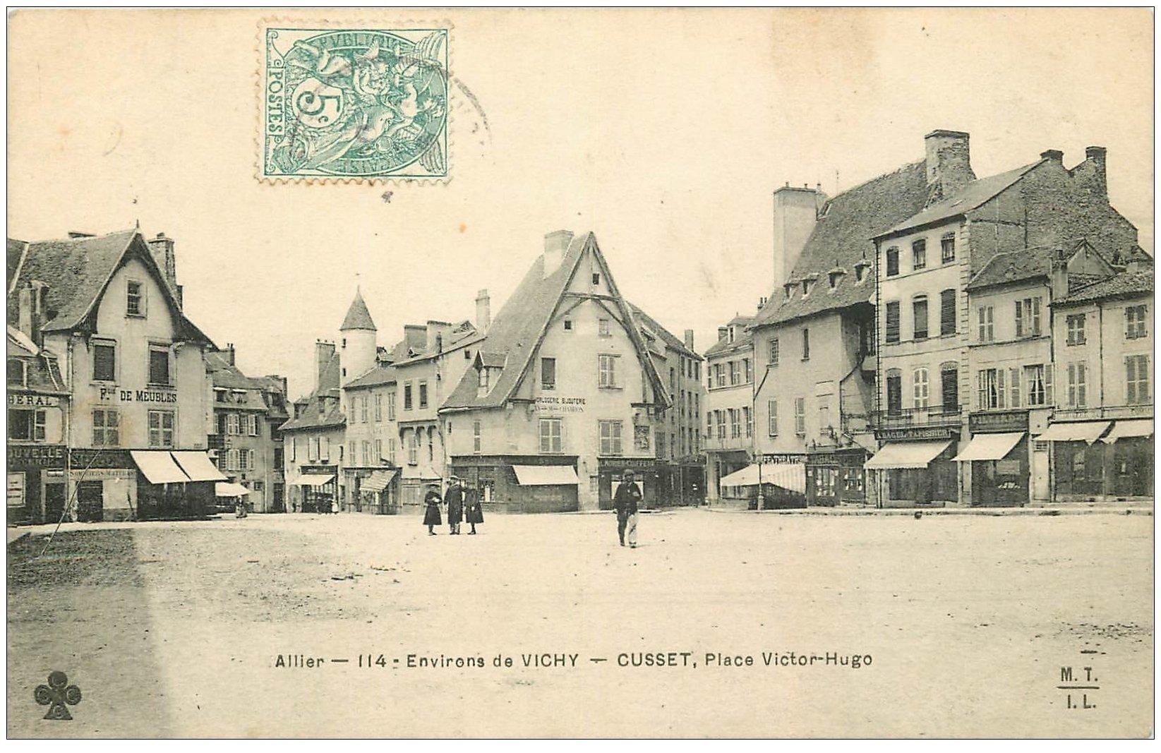 carte postale ancienne 03 CUSSET. Place Victor-Hugo vers 1906. Café Théâtre