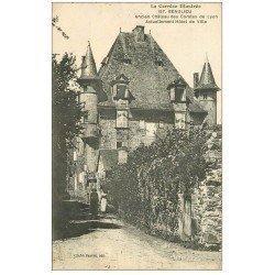 carte postale ancienne 19 BEAULIEU-SUR-DORDOGNE. Hôtel de Ville ancien Château des Comtes de Lyon 1920