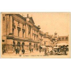carte postale ancienne 19 BRIVE. Hôtel de Ville et Grande Place. Le Marché de confections 1931 n°42