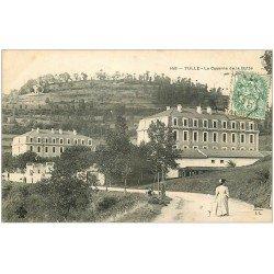 carte postale ancienne 19 TULLE. Caserne de la Botte 1907. Femme promenant son Enfant