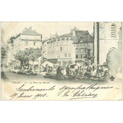 carte postale ancienne 19 TULLE. Place du Marché 1902. Vendeuses de légumes tricotant...