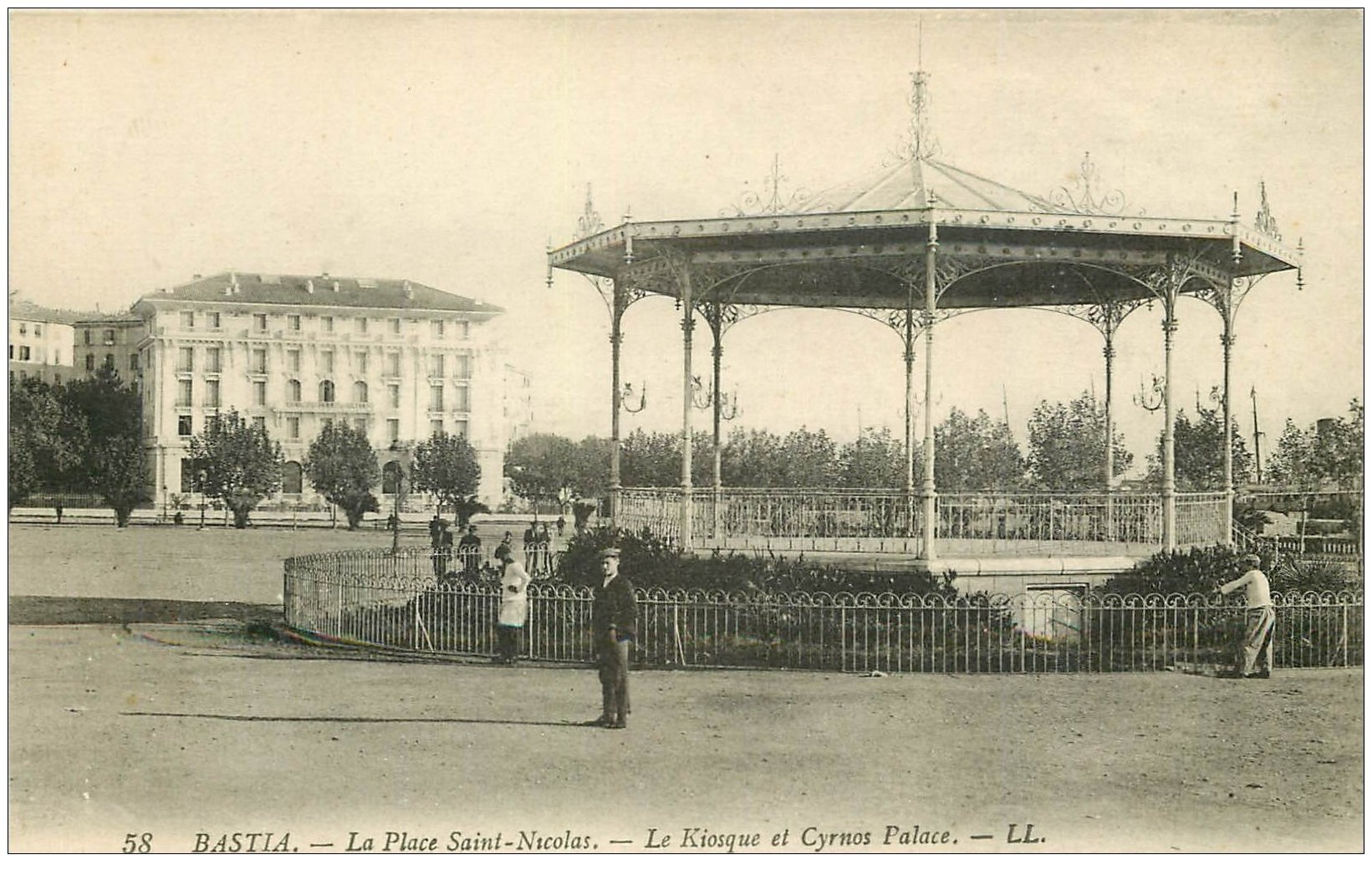 carte postale ancienne 20 BASTIA. Place Saint-Nicola. Kiosque à Musique et Cyrano Palace