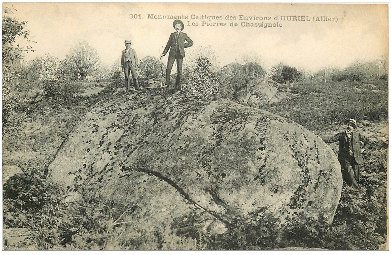 carte postale ancienne 03 HURIEL. Pierres de Chassignole. Monuments Celtiques