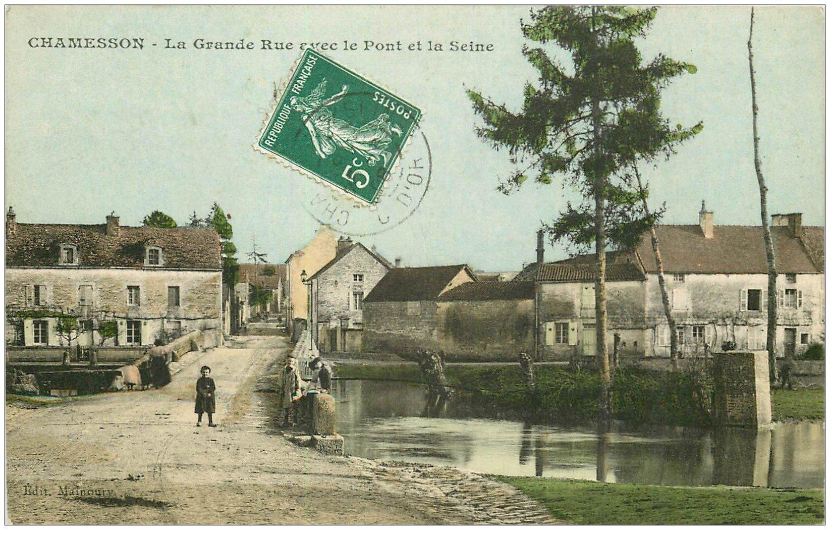 carte postale ancienne 21 CHAMESSON. La Grande Rue avec le Pont et la Seine 1908
