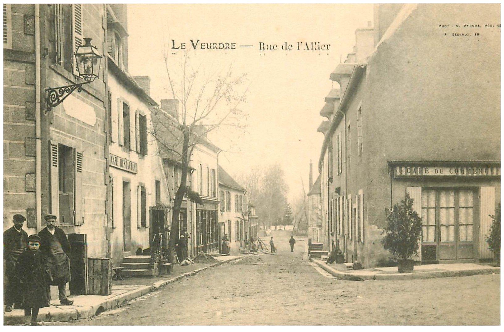 carte postale ancienne 03 LA VEURDRE. Rue de l'Allier. Café du Commerce