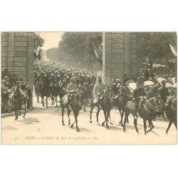 carte postale ancienne 21 DIJON. Entrée du Parc le 14 Juillet. Cavalerie des Dragons. Carte pionnière vers 1900 vierge