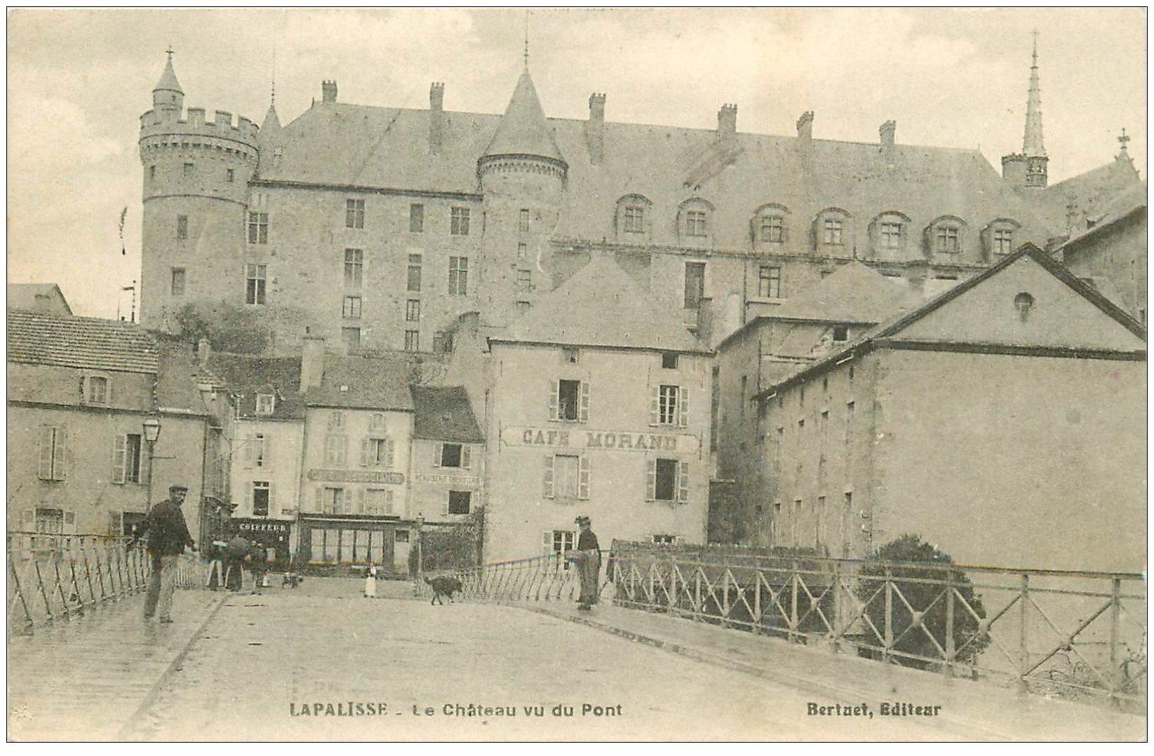 carte postale ancienne 03 LAPALISSE. Le Château et Café Morand et Pont 1909
