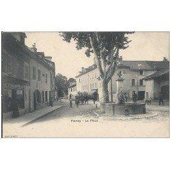 carte postale ancienne 01 FERNEY. La Place. Fontaine et Magasin de vêtements (défaut)