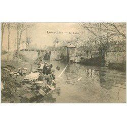 carte postale ancienne 03 LURCY LEVY. Le Lavoir. Lavandières et Laveuses