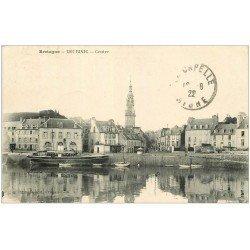 carte postale ancienne 22 BINIC. Centre 1922. Mairie et Hôtel de l'Univers.Timbre manquant