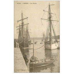 carte postale ancienne 22 BINIC. Islandais au Port. Signée Colette 1931
