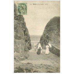 carte postale ancienne 22 BINIC. Le Goulet. Femmes en ombrelles 1907
