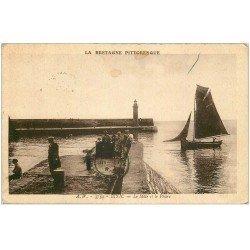 carte postale ancienne 22 BINIC. Môle et Phare 1937