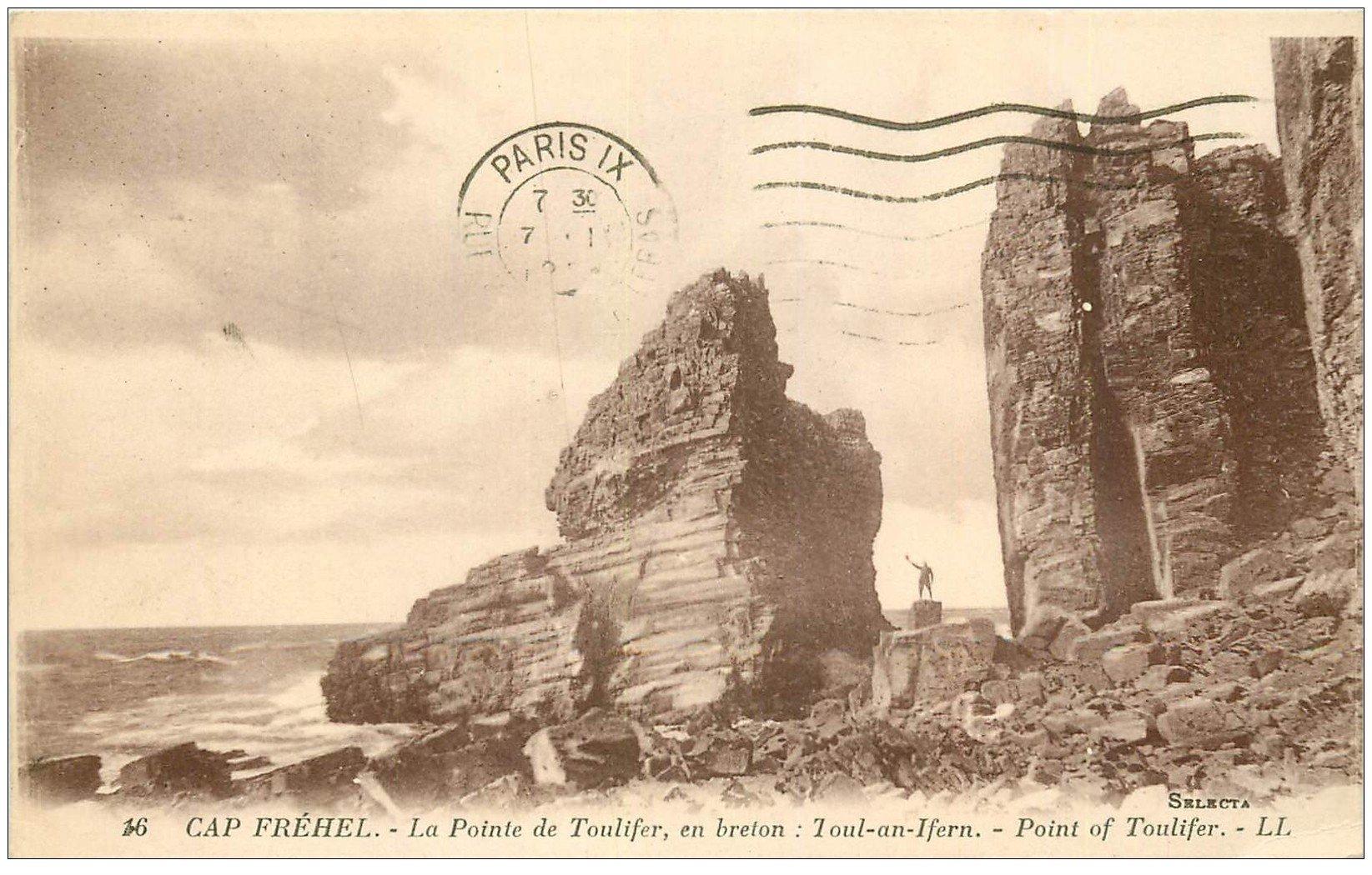 carte postale ancienne 22 CAP FREHEL. Personnage pied de la Pointe de Toulifer 1924